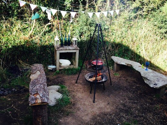 Mill Valley Yurts : Beech Tree outdoor cooking area - lovely and private