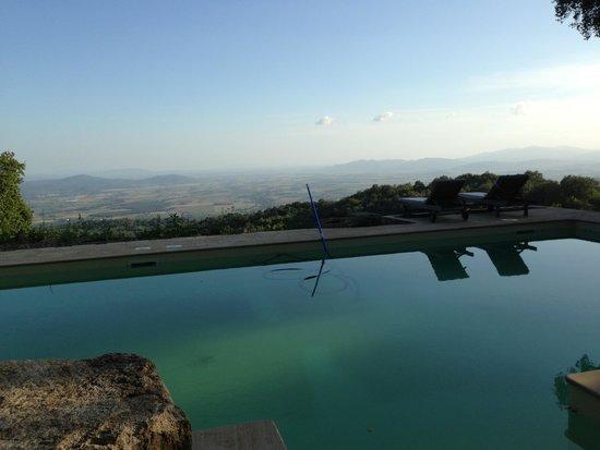 VALDONICA Weingut & Gäste Residenz: Dalla piscina...
