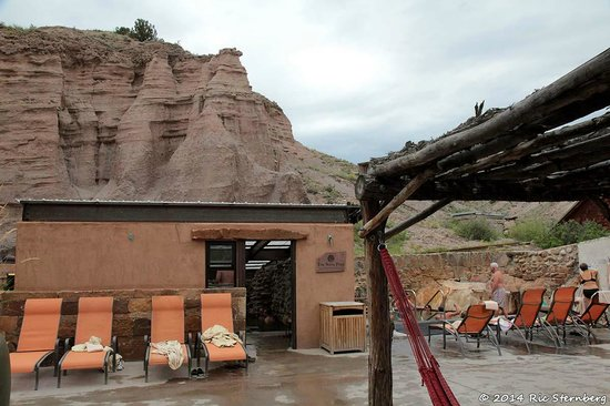 Ojo Caliente Mineral Springs Resort and Spa: The soda pool