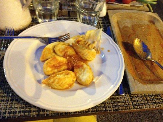 Ristorante Ammentos: Die Hauptspeise: typische Sardische Gnocci gefüllt mir Kartoffelpüree
