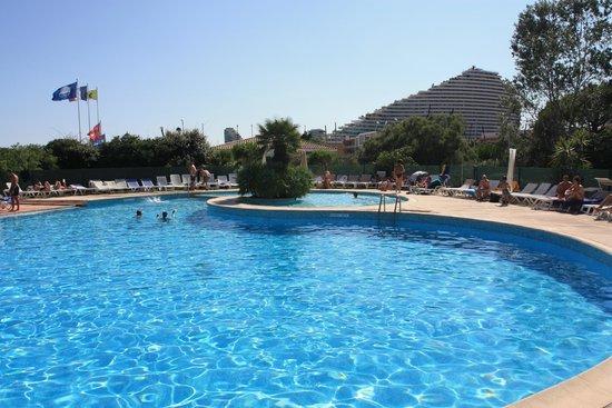 Hotel vue de la piscine foto van hotel bahia villeneuve for Piscine villeneuve loubet