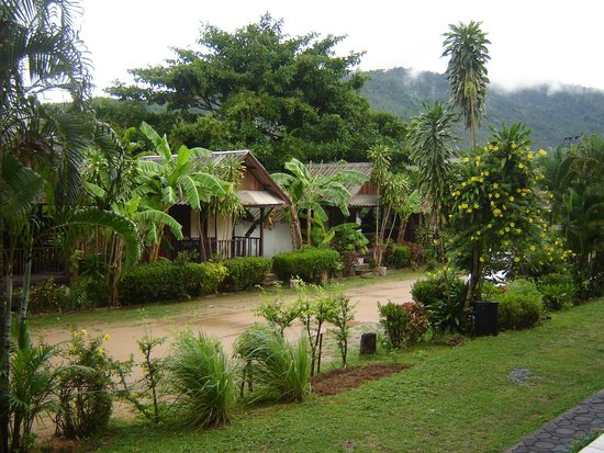 Weekender Resort & Hotel: Old style basic bungalows for about 250 baht