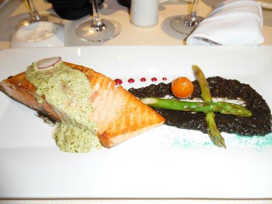 Sheraton Buganvilias Resort & Convention Center: Salmon at Gaviotas in the Sheraton