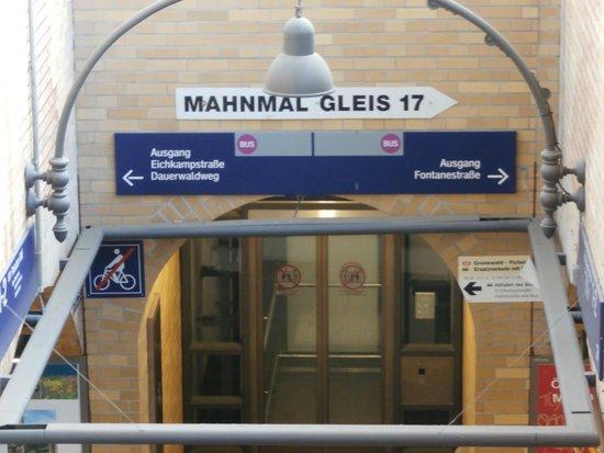 Gleis 17, Grunewald: Train station