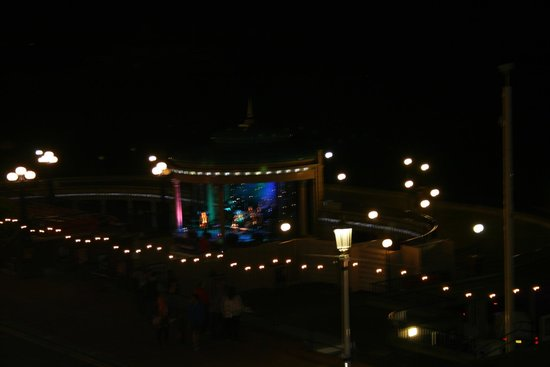 Cavendish Hotel: View of bandstand from balcony evening