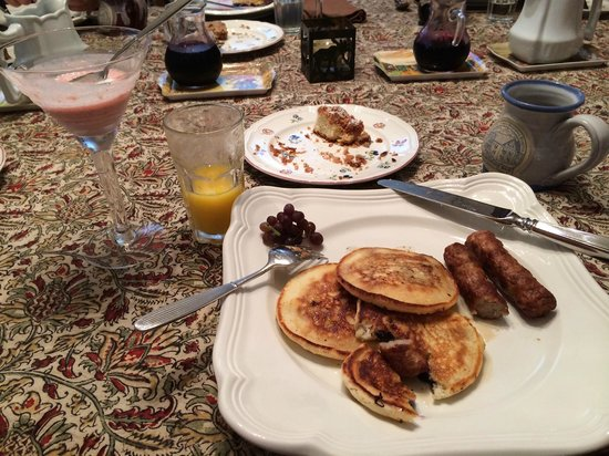 Hearthside B&B: Pancakes and sausage