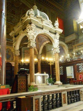 Basilica di San Crisogono: meravigliose le colonne d'alabastro
