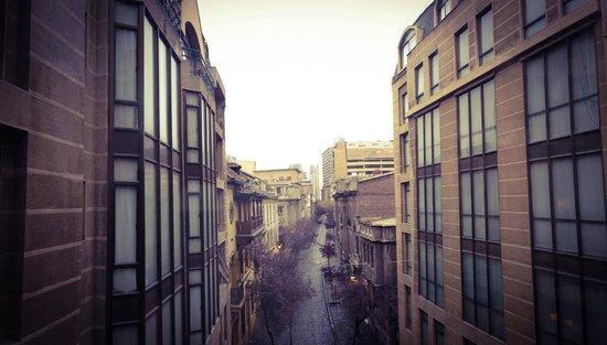 Hotel Fundador: Corredor entre um prédio e outro com vista para as rua Paris.