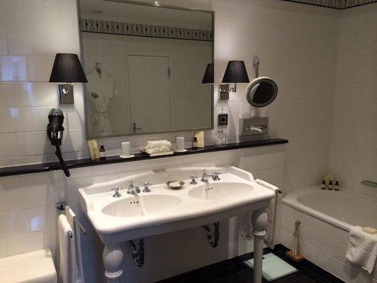 Fairmont Hotel Vier Jahreszeiten: Salle de bain