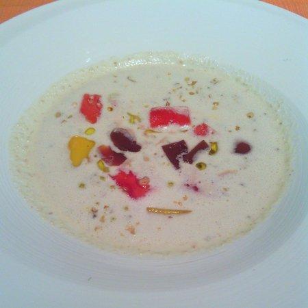 Borda Vella : Sopa fría de piñones y nueces con sandía, mango y gelatina de aceitunas
