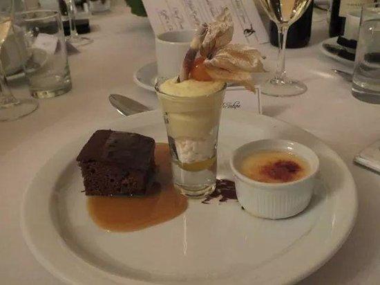 Henderson's Bistro: mini deserts