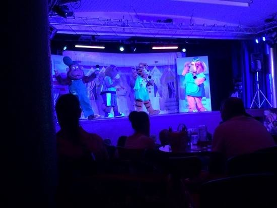Golden Sands Holiday Park - Haven: one of the evening shows