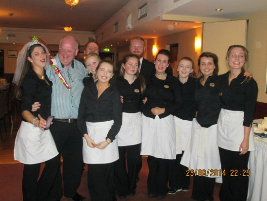 Dooley's Hotel Waterford : Staff with our tour organiser