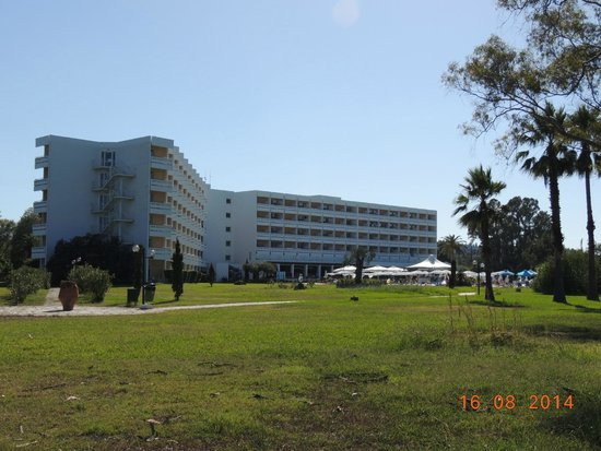 TUI FAMILY LIFE Kerkyra Golf: view of hotel from the beach
