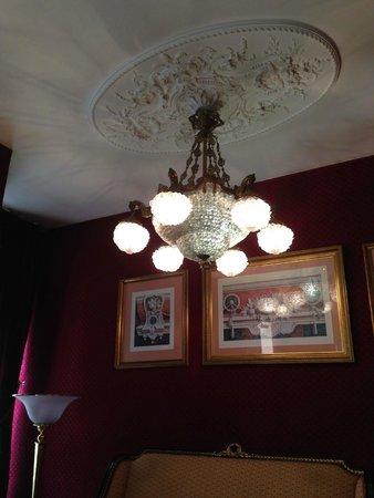 Villa Opera Drouot : Beautiful fixtures