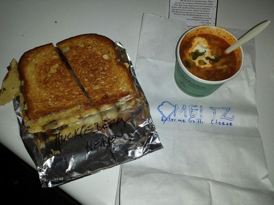 Meltz Extreme Grilled Cheese: Huckleberry Heaven and a side of chilli