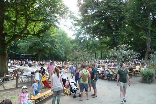 Cafe am Neuen See, Biergarten: Wuselig aber schön