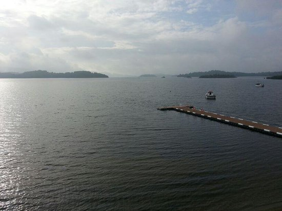 Duck Bay Hotel & Marina : View of Loch from Balcony