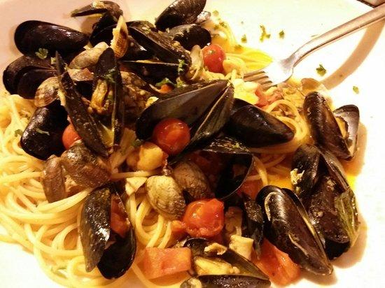 La Favola : Spaguetti com frutoa do mar.