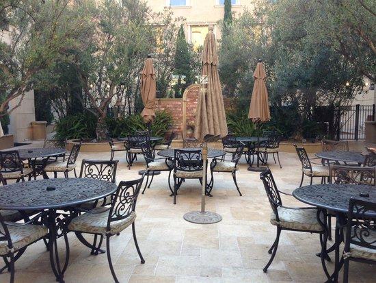 Ayres Hotel Manhattan Beach / Hawthorne : Courtyard