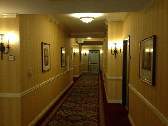 Ayres Hotel Manhattan Beach / Hawthorne : Fourth floor hallway