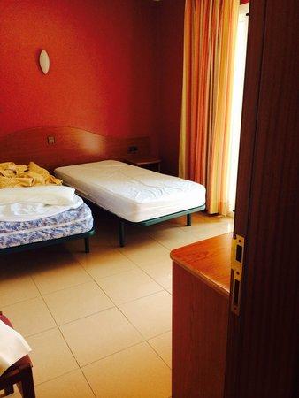 Chambre 2 personnes foto di hotel athene neos lloret de for Chambre 2 personnes