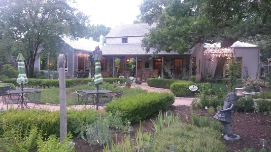 Farm Haus Bistro : Exterior view