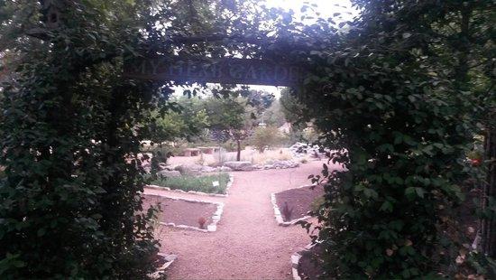 Farm Haus Bistro at Fredericksburg Herb Farm: Garden