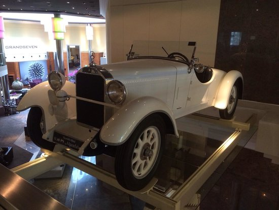 The Westin Grand Frankfurt: Old timer exhibition on first floor