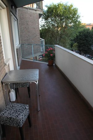 B & B Trastevere Resort: Joint balcony that connected our two rooms