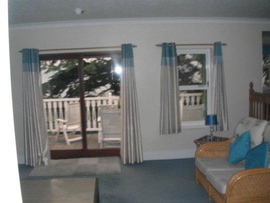 Brunswick Hotel: Lounge area where room 37 shares - look at balcony