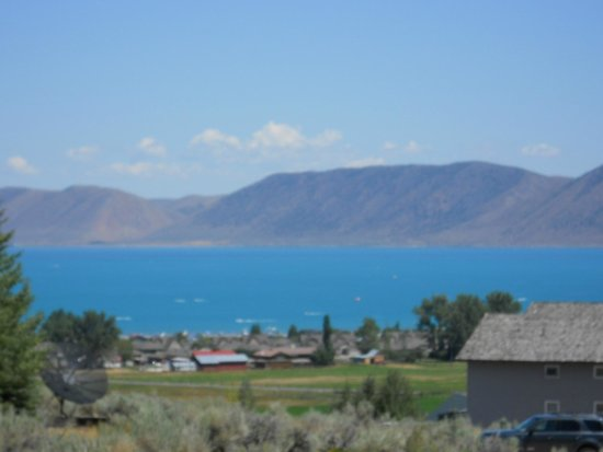 Bear Lake State Park: It really is that blue!