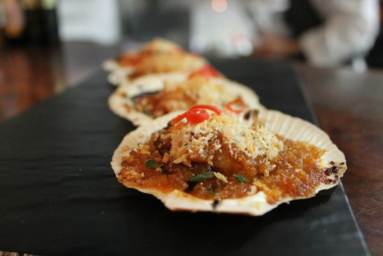The Press Room Wine Bar: Baked Scallops
