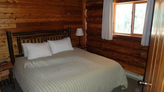 Tigh-Na-Mara Resort : bedroom