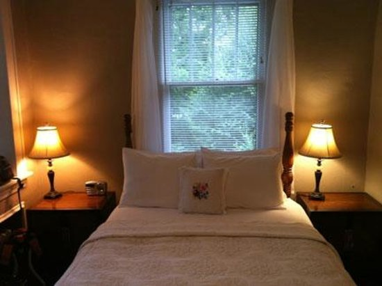 Sweet Biscuit Inn: Room #4 - sweet, comfortable, and quiet
