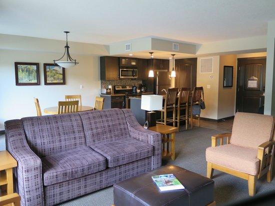 Copperstone Resort by CLIQUE: Sala vista da cozinha