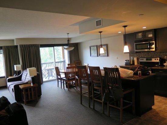 Copperstone Resort by CLIQUE : Sala vista da varanda