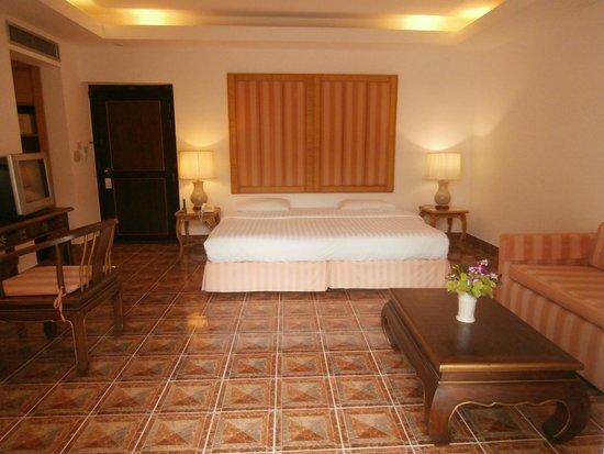 Samui Palm Beach Resort & Hotel : king size bed