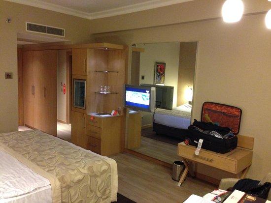 WOW Airport Hotel: Tv mini bar big mirrors