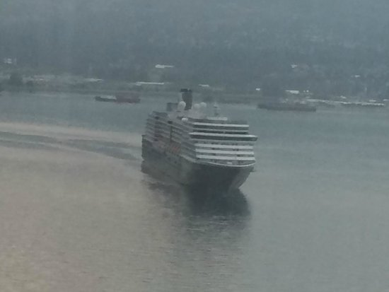Pan Pacific Vancouver: Cruise Ship arrives at the dock at the hotel.