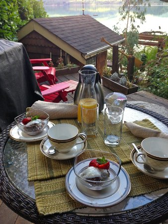 The Tuwanek Hotel: Breakfast served on deck outside my room