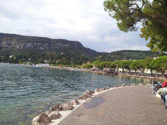 Il Merlo Nero : Sul lago...
