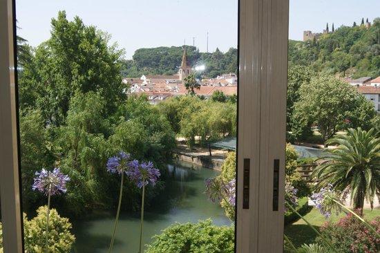 Hotel dos Templarios: Vista do jardim a partir do corredor dos apartamentos