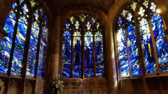 Gloucester Cathedral: Beautiful stained glass room.