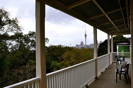 Verandahs Backpackers Lodge : Balcony & view