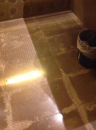 NH Bergamo: the bathroom floor