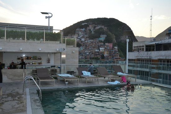 Miramar Hotel by Windsor: View from 16th floor pool and lounge area