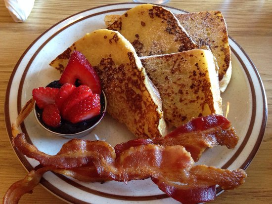 A Cup Of Cherries: French toast con marmellata, fragole e bacon