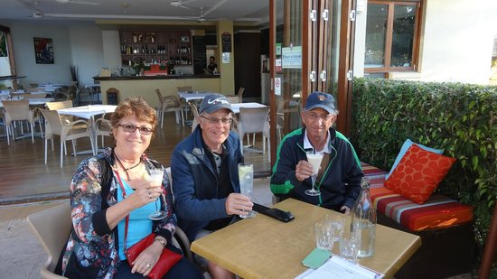 Vanilla Cafe Bar: Predinner drinks at Vanilla Cafe