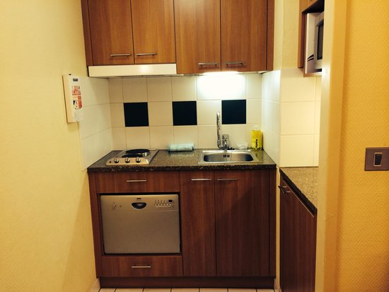 Citadines Barbican London: Kitchen facility is fair